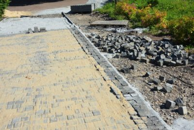 Polymeric Sand vs Regular Sand for Pavers — Which is Better for Your Paving Project